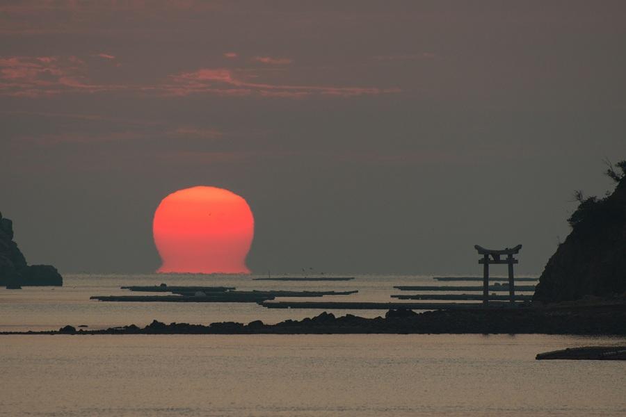 Menyaksikan terbitnya matahari pertama kali di tahun yang baru